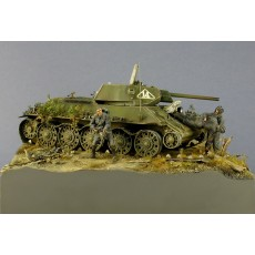 T-34 with figures - diorama under glass cover
