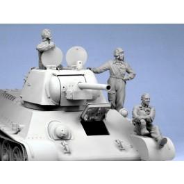 Soviet tank crew. Summer 1943-45. Three figures.