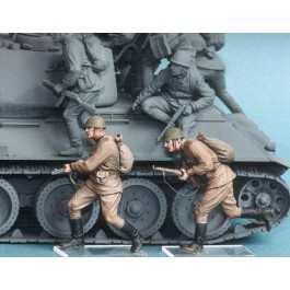Soviet motor rifle troops №5. Summer 1943-45. Two figures.