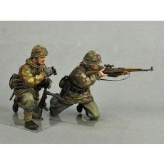 Wehrmacht sniper team.  Summer 1943-45.  Two figures.