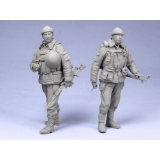 Russian modern soldiers w-SVD and PK.  Chechniya 93-04.  Two figures.