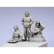 German tankers.  Winter 1942-45.  Three figures.
