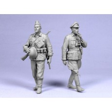 """Barbarossa"".  German officer and infantryman.  Two figures."