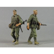 """Barbarossa"".  German infantryman with 98k and MP-38.  Two figures."