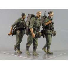 """Barbarossa"".  German infantryman with radio ""Torn.  Fu.  D2"" Three fig."