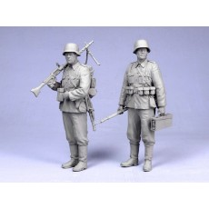 German infantrymen.  Summer 1939-44.  Two figures.