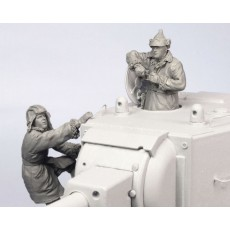 Soviet tank crew KV-2.  Winter 1939-44.  Two figures.