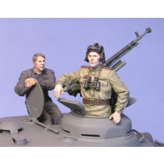 Soviet tank crew IS-2 with DShK multipose.  Summer 44-45.  Two figures.