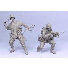 German infantry.  Summer 39-43.  Two figures.