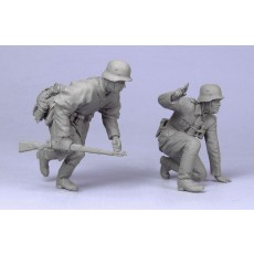 German officer and infantryman.  Summer 39-43.  Two figures.