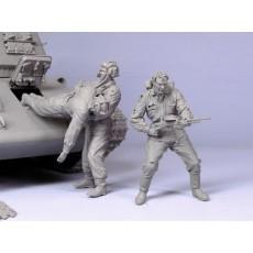Escaping soviet tank crew.  Summer 41-43.  Three figures.